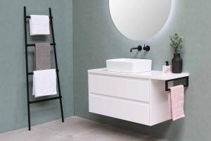 Moderný nábytok z masívu kúpeľne