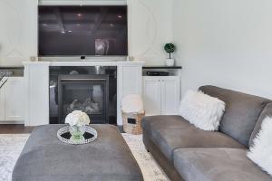 Moderný nábytok z masívu obývacie izby