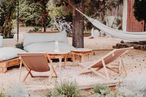 Moderný nábytok z masívu záhradný nábytok
