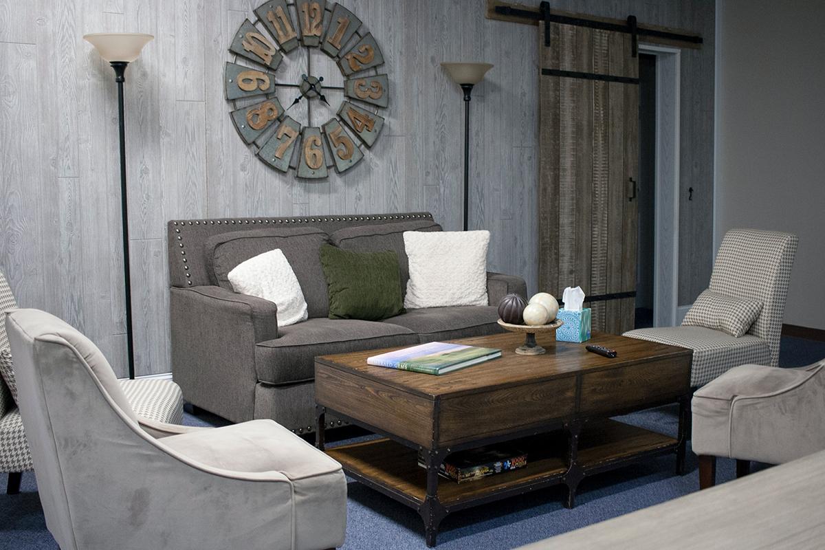moderný nábytok z masívu